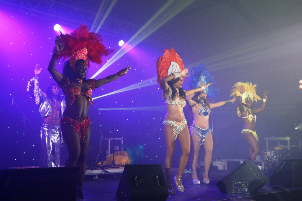 danseuse de samba pour grand evenement