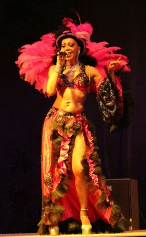 chanteuse bresilienne pour soirée cabaret