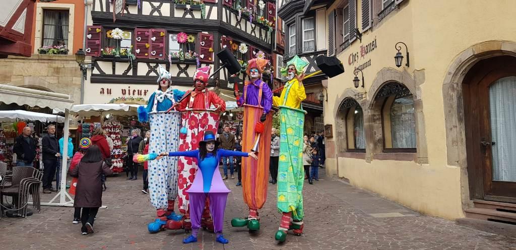 spectacle dambulatoire sur le thème du cirque