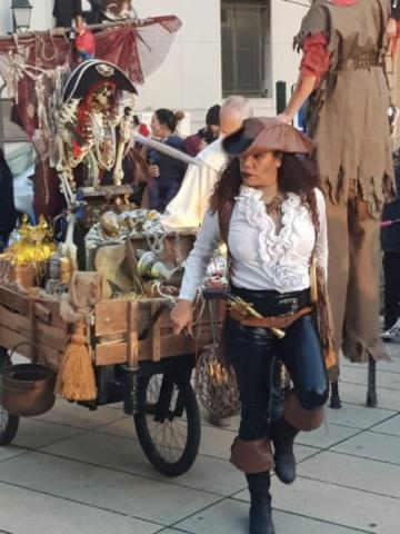 spectacle de rue pirates  sonorisé avec effet spéciaux